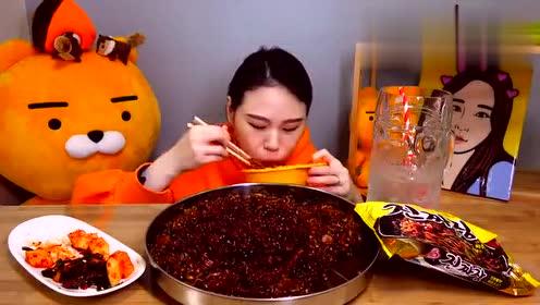 卡妹吃美味韩式炸酱面,吸面狂魔上线
