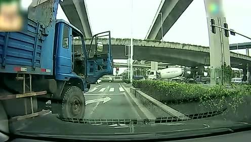 开车遇上这种司机,真是够倒霉的,视频记录全过程
