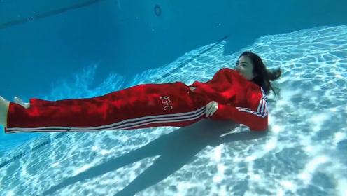美女挑战高难度水下换衣 不仅水性好身材也是一流的 看的目不转睛