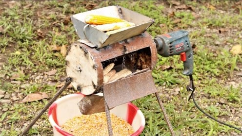 """农村小哥发明""""电钻""""剥玉米机,一天能剥3亩地玉米,80元造一台"""