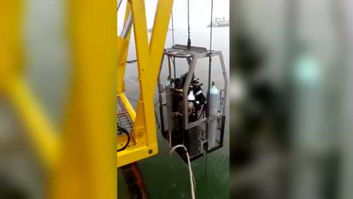 第二批潜水员入水,刚又发现2名遇害者,今晨已移交一具遗体给武警