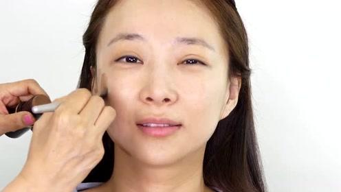 30岁女子长得好看,化个淡妆后,又知性又漂亮