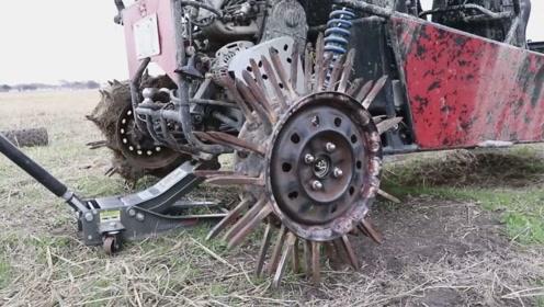 老外在轮毂上焊接50颗道钉野地飙车,网友:这是给车装了个爬犁