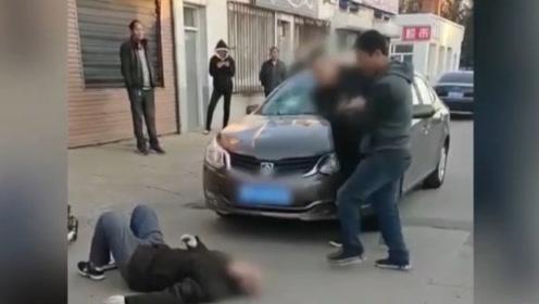 男子醉驾撞倒老人,下车后连踹29脚:数名路人冷漠围观
