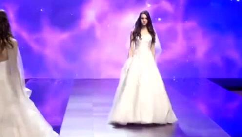 这样的婚纱还是头一次见,简洁的设计