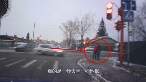 情侣在路口秀恩爱,下一秒却被失控轿车撞飞,可怕!