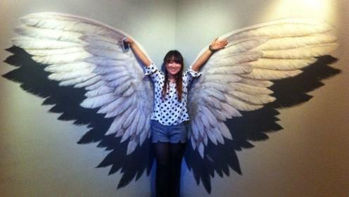 人身上能长翅膀?美国姑娘将它变成现实,可以随着动作自如收缩