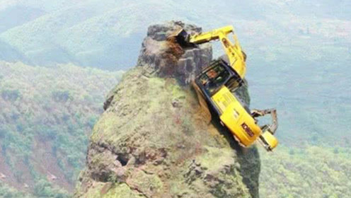 """悬崖上建大桥,中国挖掘机是怎么""""爬""""上去的?真让人心惊胆跳!"""
