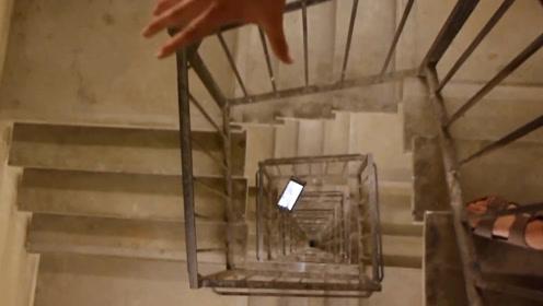 三星Note10从90米高的螺旋楼梯扔下会怎样?网友:华为能否一战?