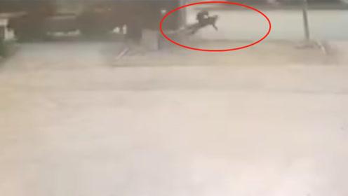 半挂车撞飞2名学生后司机肇事逃逸 背后原因令人气愤