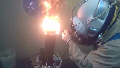 看演示才知道水下焊接有多危险?月薪5万真不多