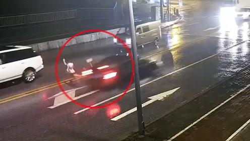 情侣马路中间吵架女子被撞飞身亡:事发4月份,男子负主责被逮捕