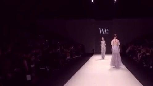 美女模特走秀,高大上的薄纱透视裙,背后的设计太美了!