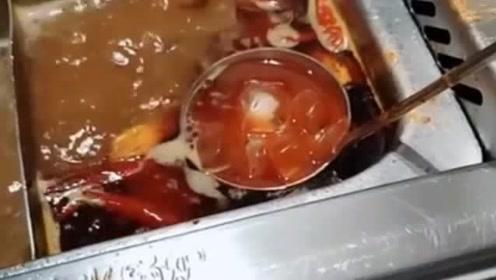 都说吃火锅这样能去油,放进去后,怎么跟别人的不一样?