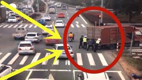 十字路口大货车突遇故障,交警和民众齐力施救!