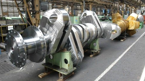 """中国花费7.3亿,制造全球""""最大超柴油机"""",曲轴重达423吨!"""
