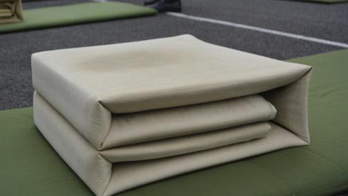 叠豆腐块真的太难?外军在中国部队学叠被子,成品还不如大学军训