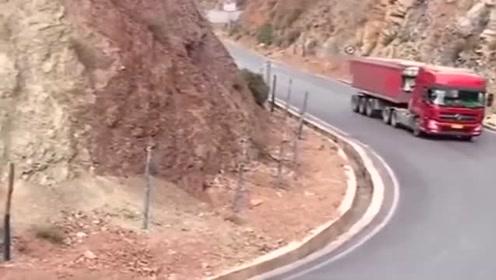 这么快的速度过弯道,不愧是老司机,网友:云贵川司机的基本操作!