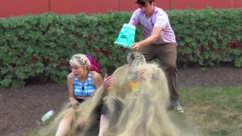 街头恶作剧:老外掂着一桶沙子见谁往谁脑门上扣,太猖狂了!