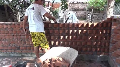 看越南建筑工人是怎样花式砌墙的,砖头这样砌美观又大方