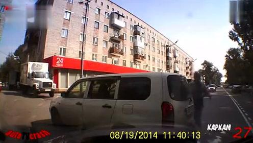 海外8月车祸事故视频集合10