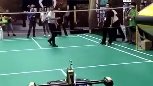 黑科技羽毛球代打,估计一般人都不是它的对手,国家真是越来越先进了!
