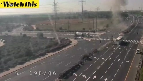 以色列南部一公路突降火箭 现场火光冲天车辆逃窜