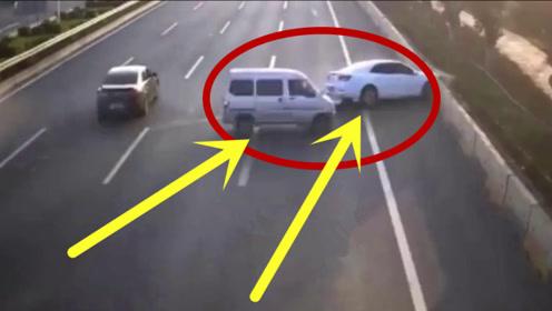 高速公路突发车祸,眼看汽车必死无疑,不想老司机重现江湖使惊人绝技!