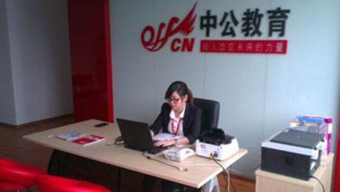 老人退休后再创业,现在身价415亿,或是中国最有钱的老师
