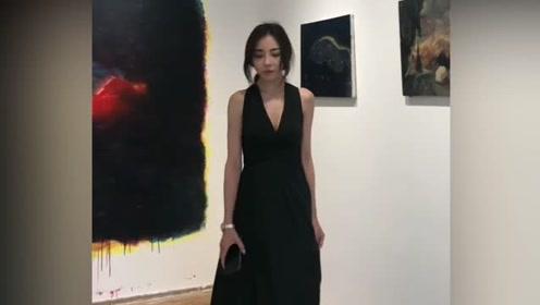 在画廊遇到一位美女,糟糕是心动的感觉