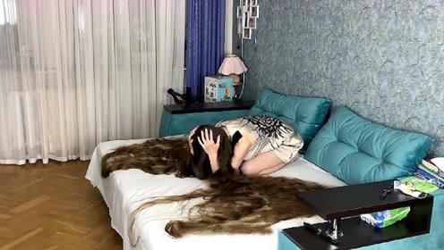 国外美女20多年没剪头发,如今头发能当衣服穿,年收入过百万!