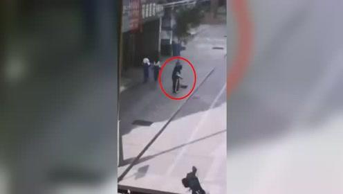 甘肃一男子街头对身穿校服的女生进行侵扰,警方已抓获