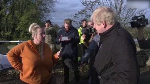 """""""我不喜欢和你说话""""!约翰逊视察英洪灾地区 被当地民众呛声"""
