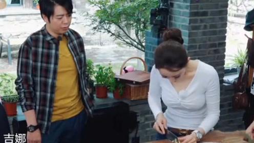 吉娜徒手抓刀切姜,邓婕惊讶大喊:你手金贵着呢!郎朗表情真实