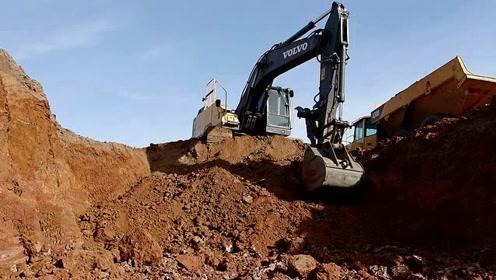 为建筑地坪挖土的挖掘机