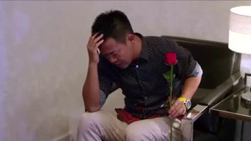 奇葩男子手持玫瑰道歉美女:你能原谅我爱上你了吗,美女反应绝了