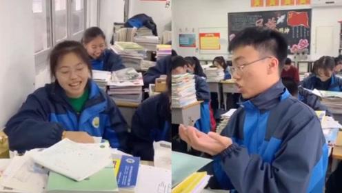太难了!学生搞笑吐槽学霸同学:他说考得差,结果他第一我17分