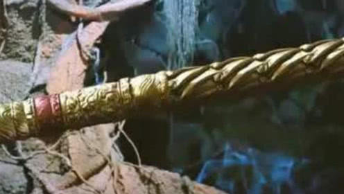 """陕西出土超级古墓,挖出数十个""""金箍棒""""?考古学家脸色突变"""