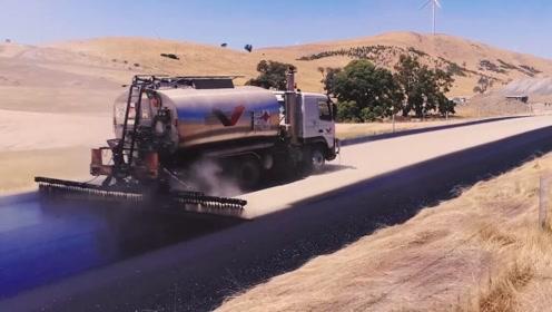 美国推出沥青喷洒机,一喷一大片,效率提升10倍