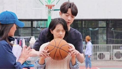 初恋那件小事:夏淼淼打篮球,梁又年趁机摸手,让夏淼淼瞬间脸红