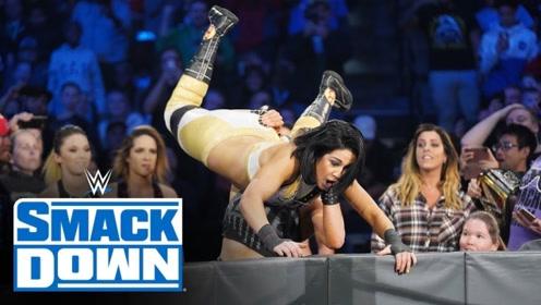 【SD1056期】贝莉躲掉善娜偷袭 转身遭NXT女团包围 莎夏发起团战