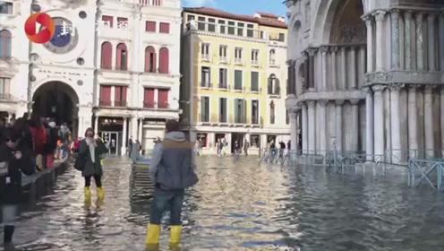 """""""水城""""威尼斯遭遇史上罕见洪水 圣马可广场依然泡在水里"""