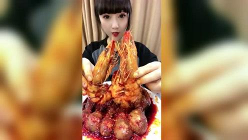 美女直播吃一斤重的大虾,这肉真是饱满啊