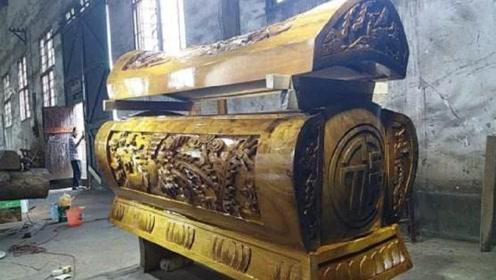 专家挖出金丝楠木棺材,一打开棺盖,现场立马惶恐不安