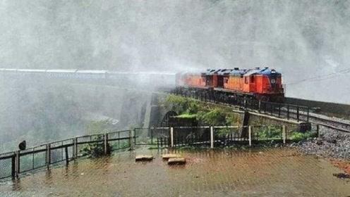 印度最刺激的铁路:从300米瀑布底下穿过,不关窗火车将灌满水