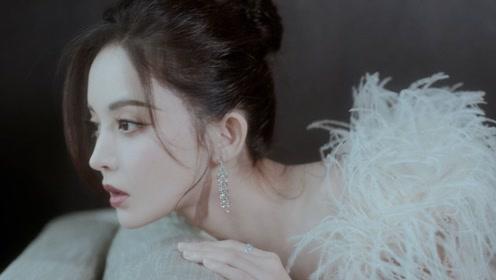 娜扎芭莎慈善夜红毯造型,一袭裸粉色金丝羽毛裙,展现精致锁骨,仙气十足