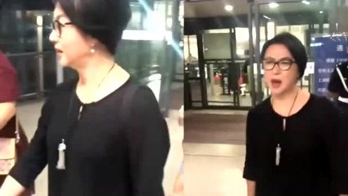 金星带妆现身机场,被路人大赞好看,网友:她的回应很刚