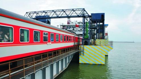 广东和海南之间隔着海,火车是怎么过去的?看完佩服这个做法!