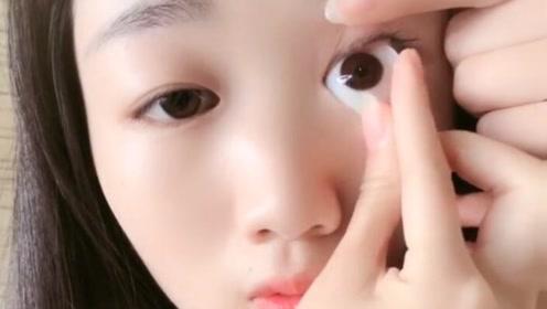 挺漂亮的一位姑娘,眼睛却只有一条缝,还好有这个超大美瞳