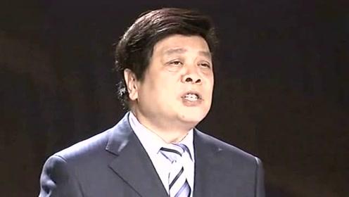 77岁央视主持赵忠祥近照曝光 与小区修理工亲切合影热聊